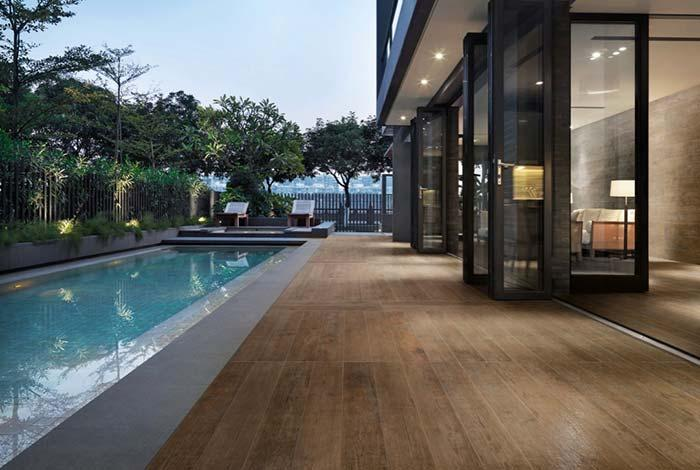 Porcelain tile imitating wood to surround the pool