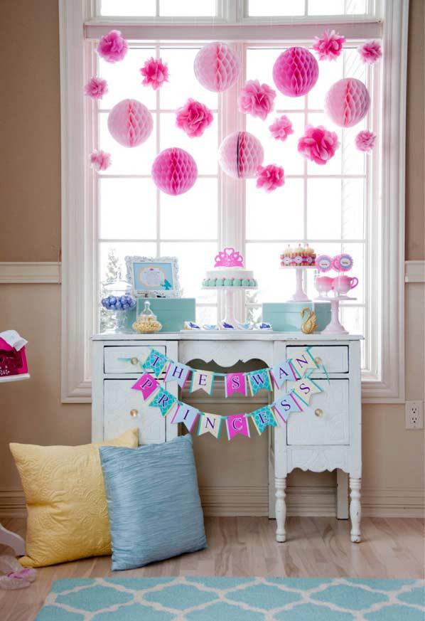 Princess party decoration for those who have little space available