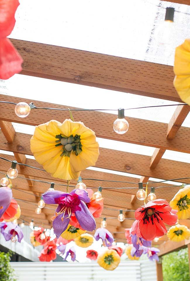 Giant Flowers in Do-It-Yourself Wedding Decor