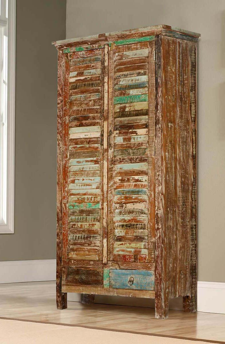 Patina in the finish of the pallet wardrobe