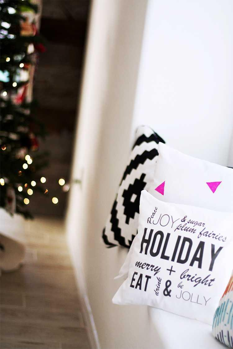Christmas Cushions: 60 Decorating Ideas and How to Make 17