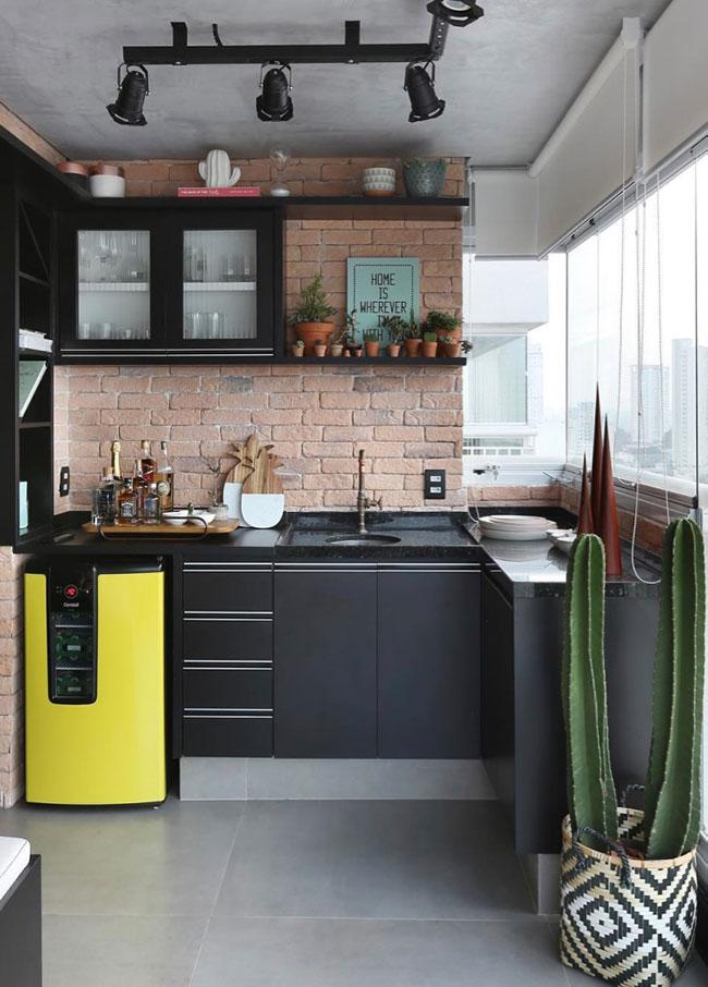 Continuity to black in kitchen with granite stone