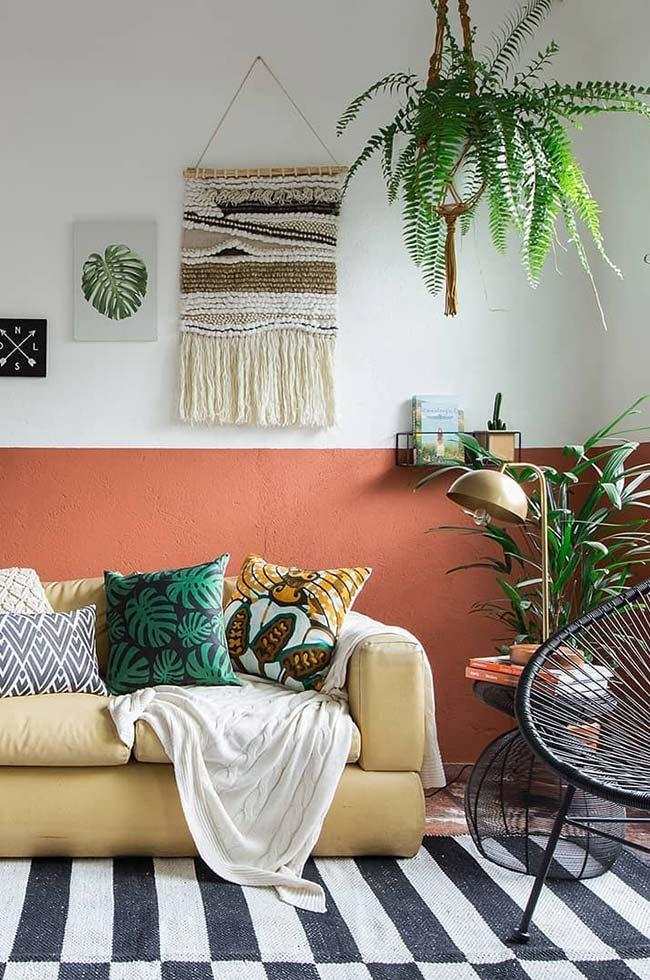Palm tree raffia and fern in this room