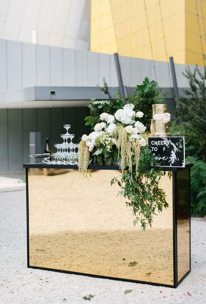 Mirrored bar in mini wedding