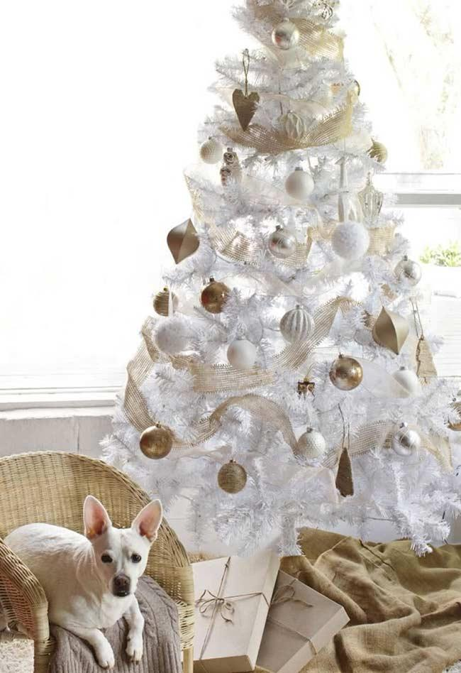 Tree decoration with white and gold