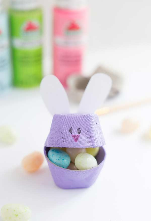 Easter souvenir with recycling