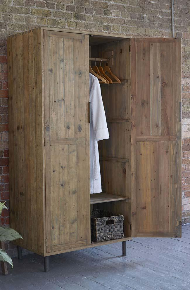 Pallet wardrobe with macaws