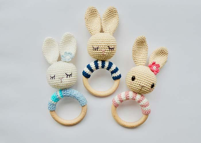 Cute crochet bunnies decorate this dish cloth door