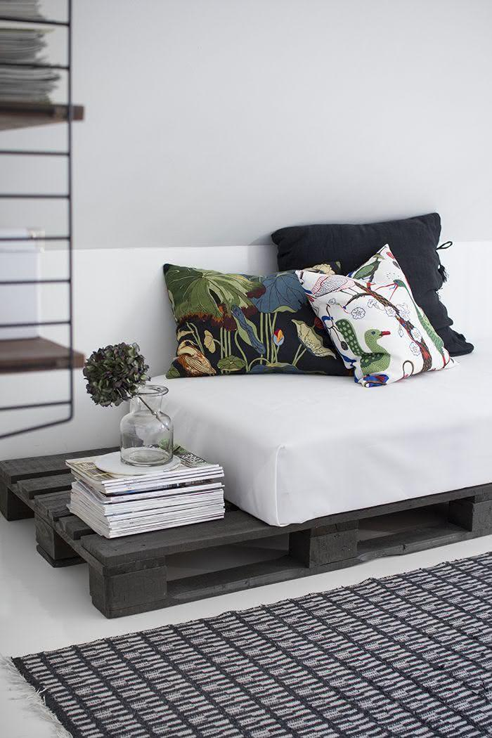 Sofa with pallet with minimalist style