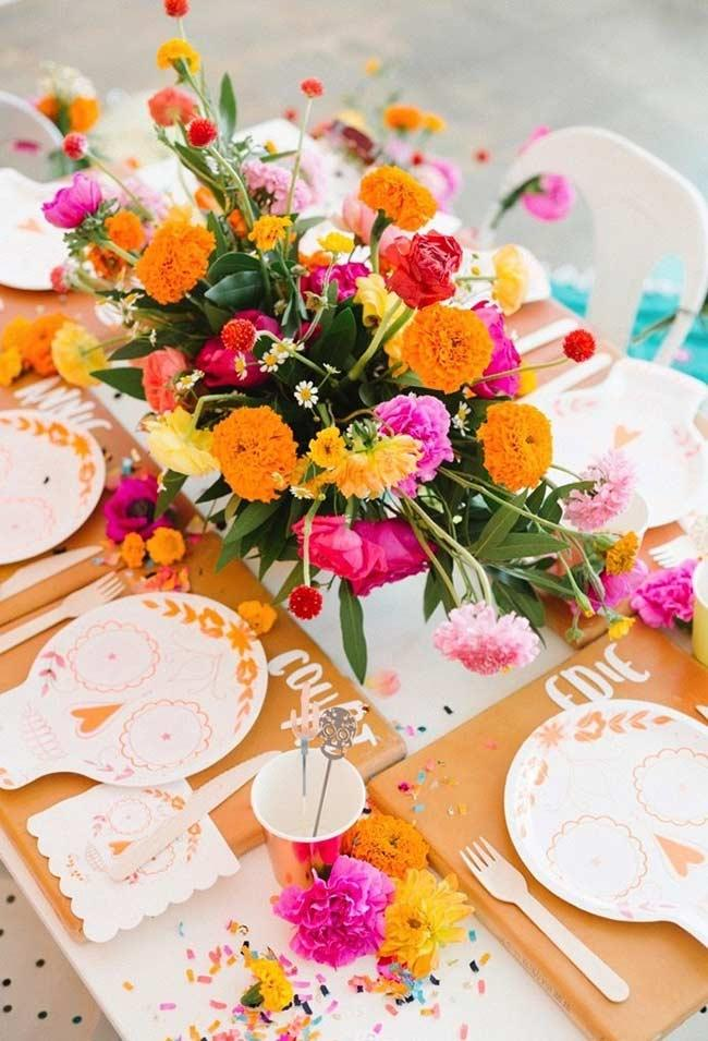 Colorful flower arrangement in Mexican Fiesta style