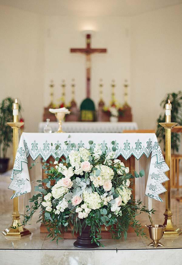 Decoration of flowers on the altar