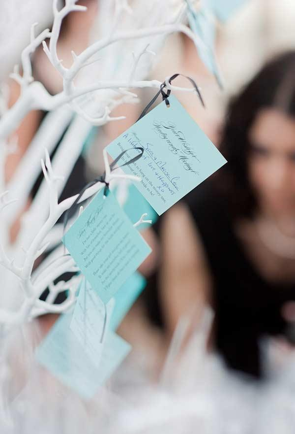 A cool idea: thank you cards of the bride and groom to guests with blue paper Tiffany