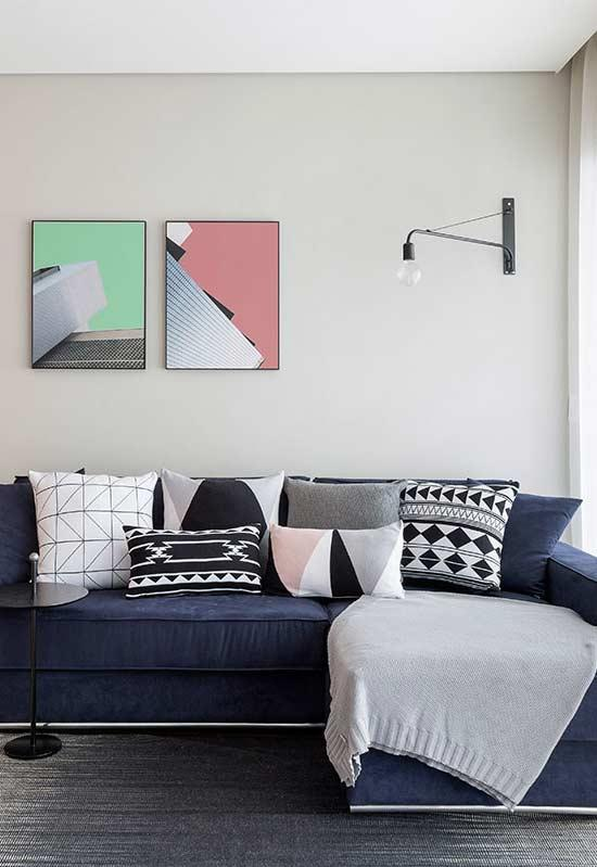 Pillows that follow gray scale standards