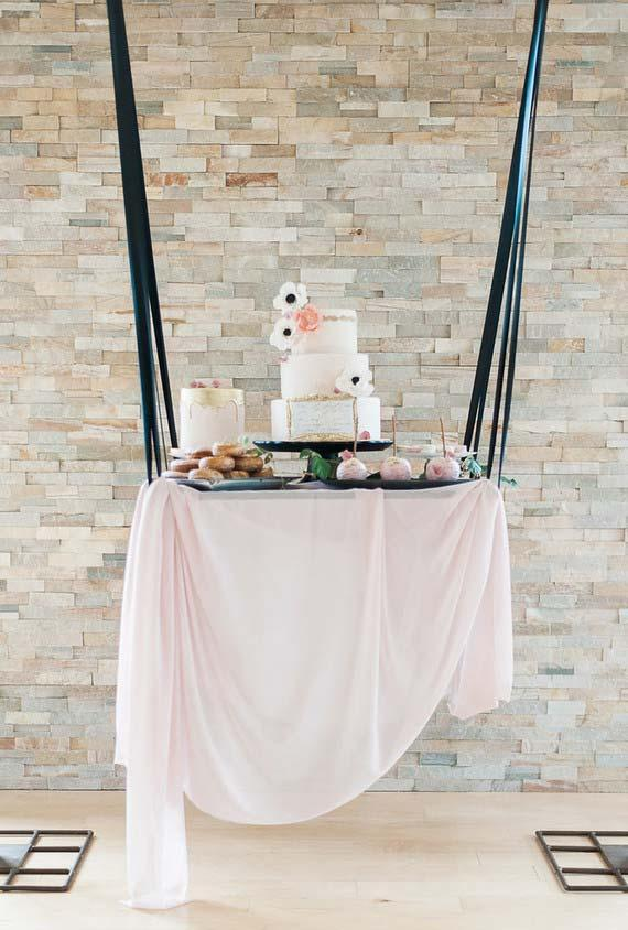 Suspension table in a swing style with ribbons