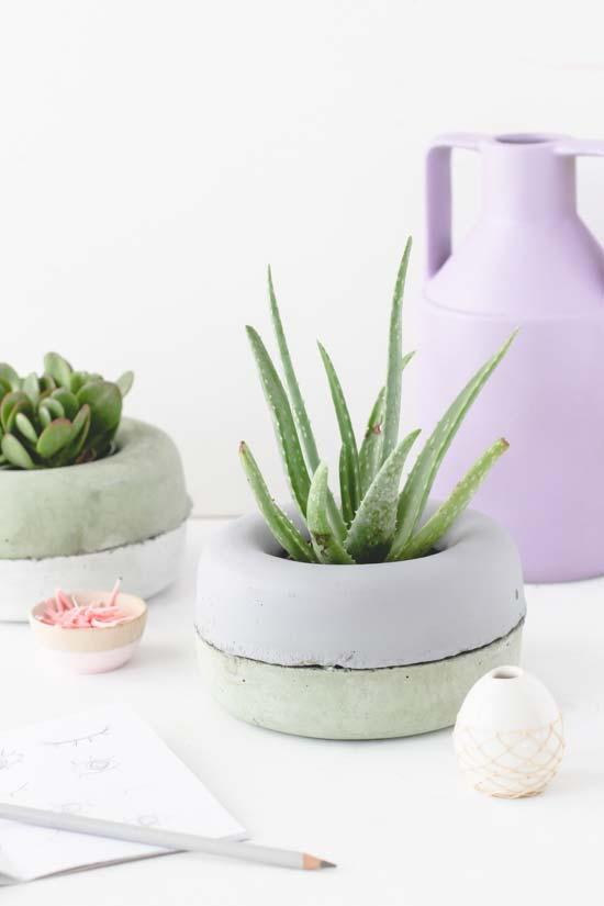 Low cement pot for plants with limited growth