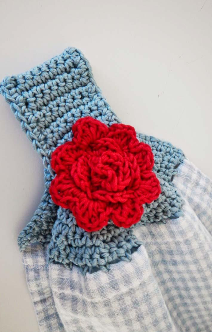 Another lovely choice of crocheted crockery and stand together