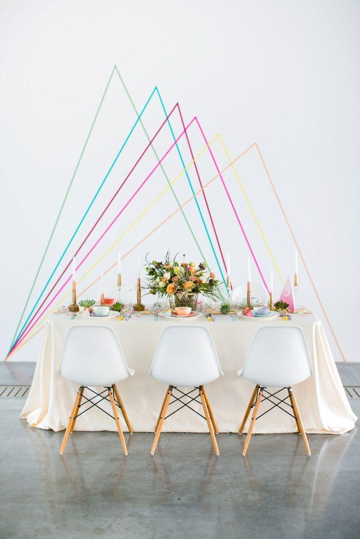 Make yourself wedding decoration: candles, flowers and a wall with colored lines behind