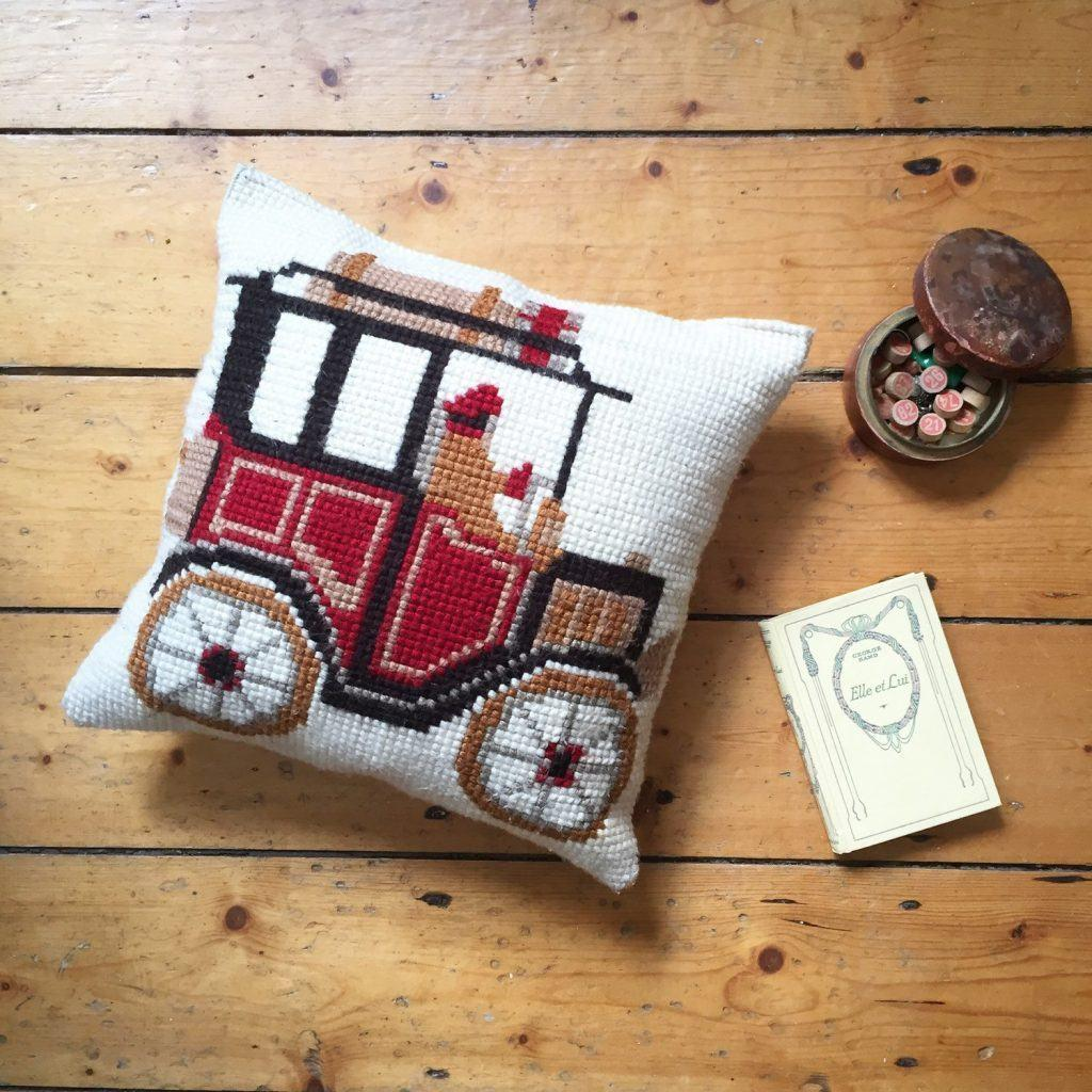 Cushion-of-croche-with-drawing-10