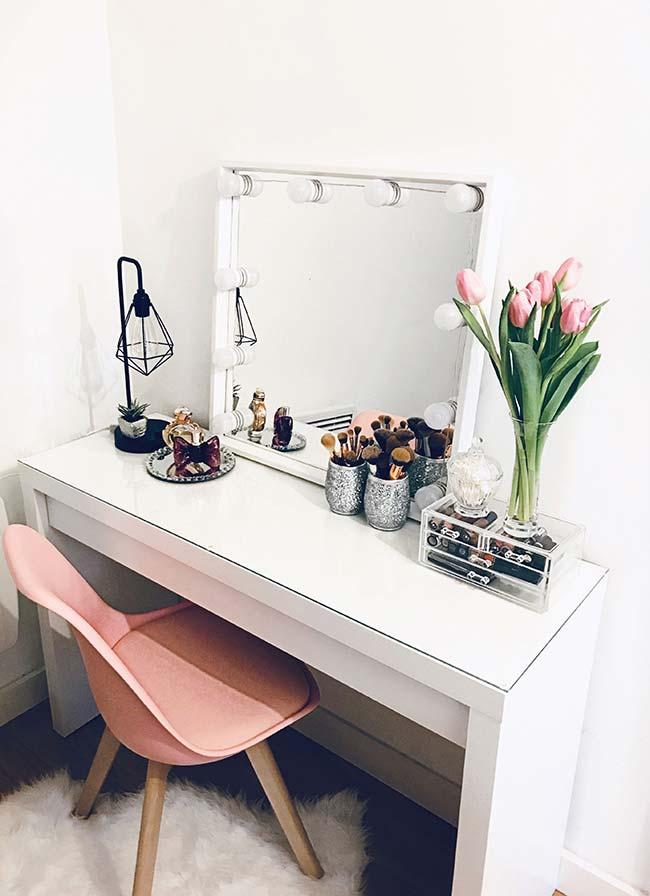 Simple Dressing Room Dressing Table