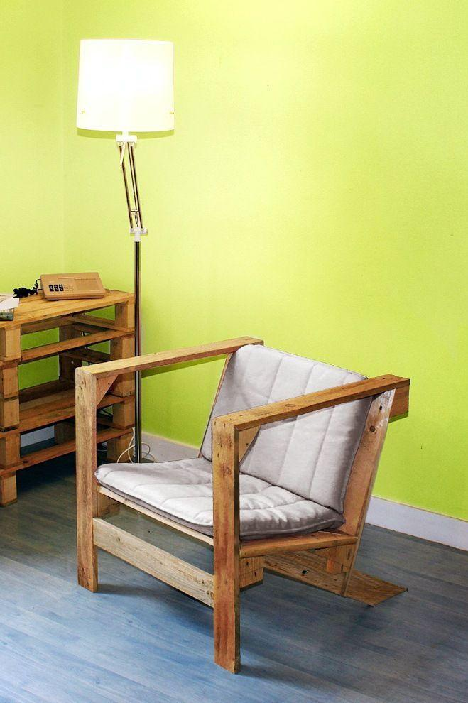 Pallet armchair with tall arms and sloping rear feet