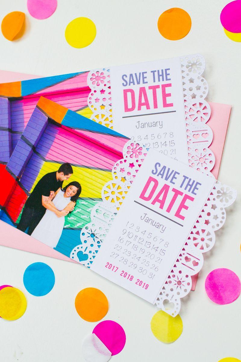 Make your own wedding decoration: choose the best photo of you to assemble the wedding invitation