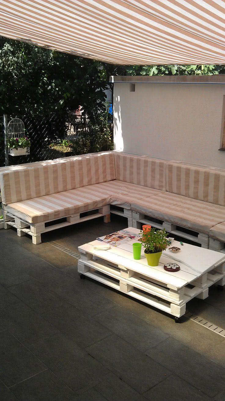 Pallet sofa with striped upholstery