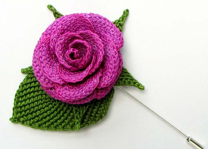 Crochet rose with button shape