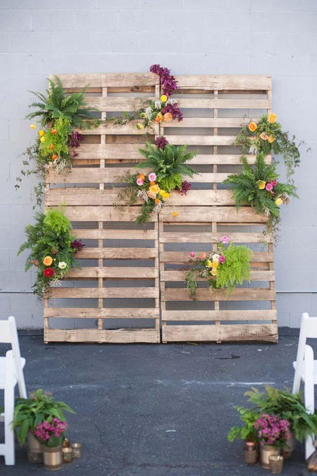 Pallets to decorate cheap wedding