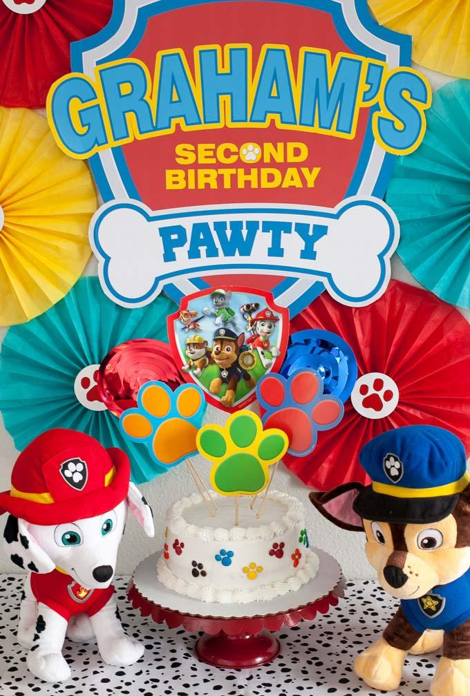A super special and simple decoration of the canine patrol party