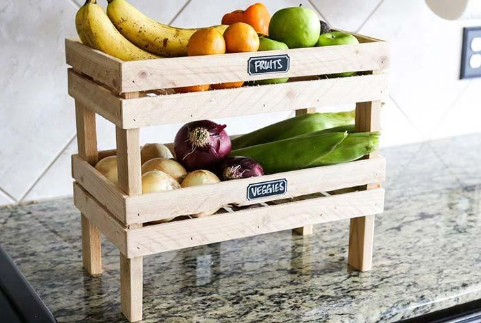 Fruit bowl with pallets