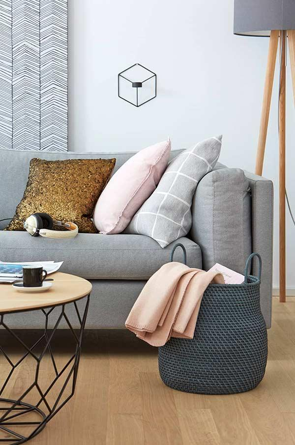 Colored cushions for neutral decoration