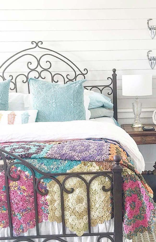 Iron bedspread in iron bed