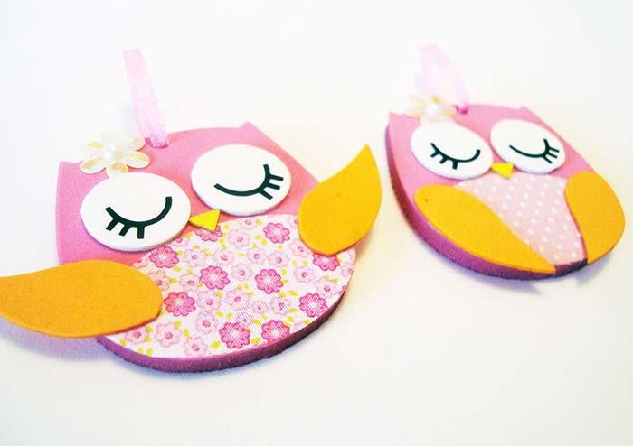 Choose a well-flowery or colorful fabric and glue it on the EVA owl