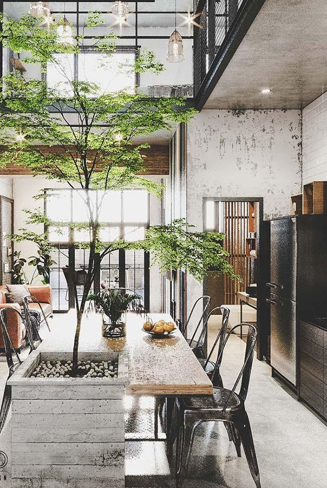 Used furniture: wood may be old, but it never goes out of style