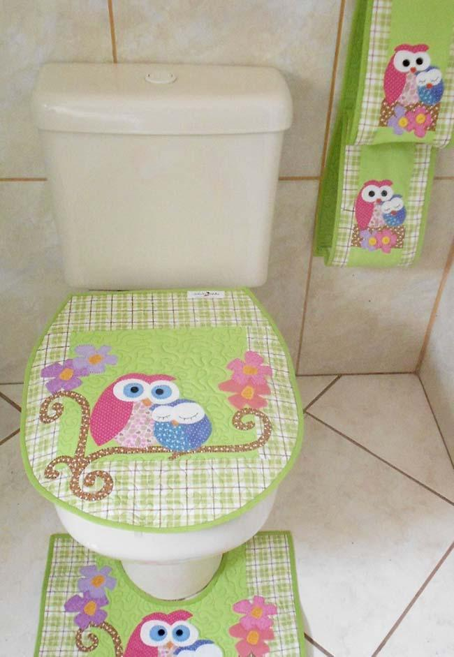 Soft and delicate colors make up this owl bathroom set