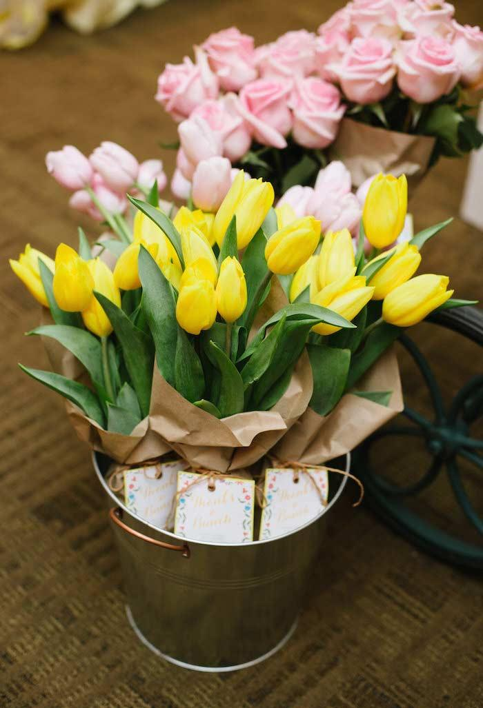 Flowers to distribute as souvenirs