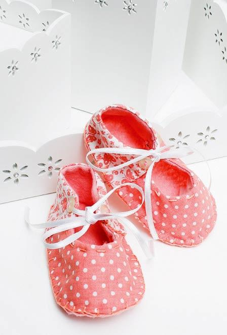Baby shoes with patchwork
