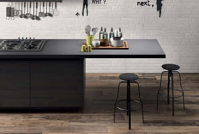 Porcelanato wood to create rustic environments