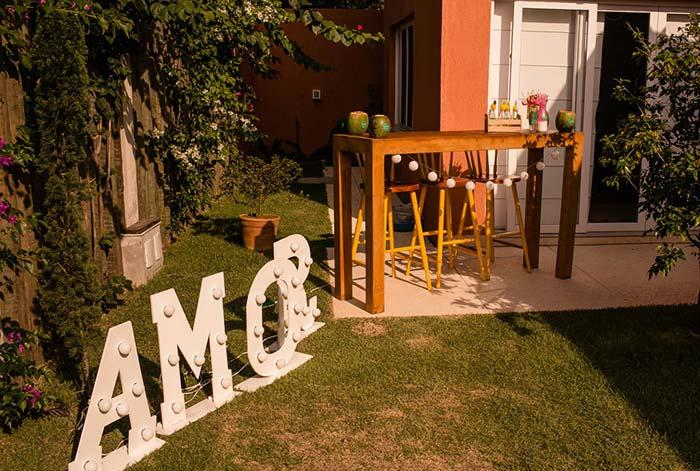 Word love in home wedding decoration