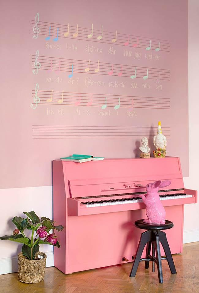 Pink from the wall to the piano