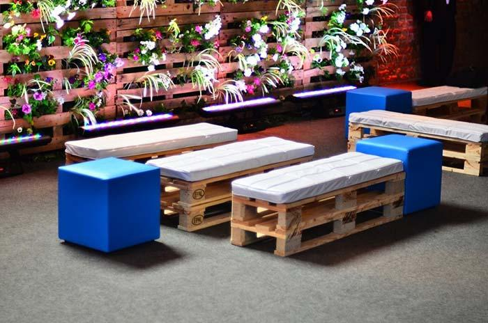 Rustic lounge with pallet benches