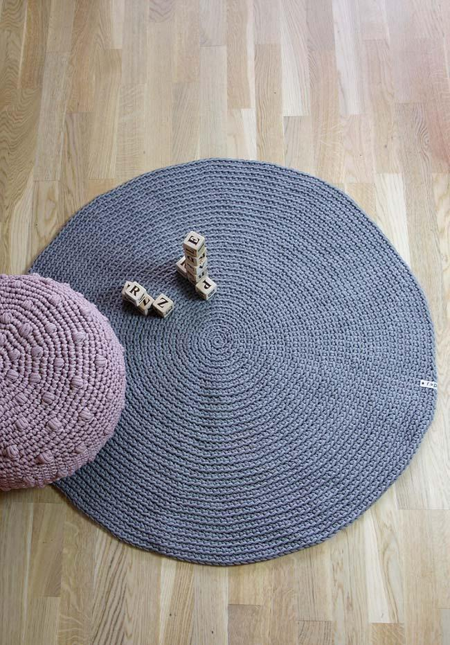 more rustic round crochet rug