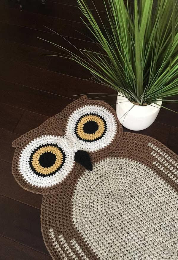 Owl crochet rug in matching pet colors