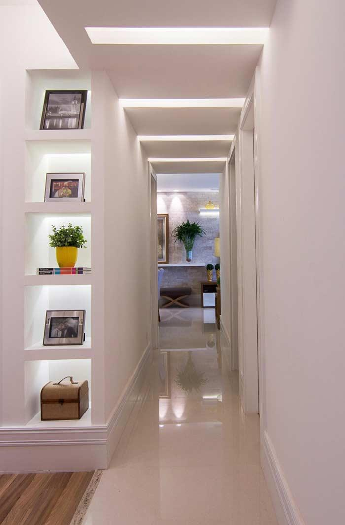 Differential lighting in hallway with plaster ceiling