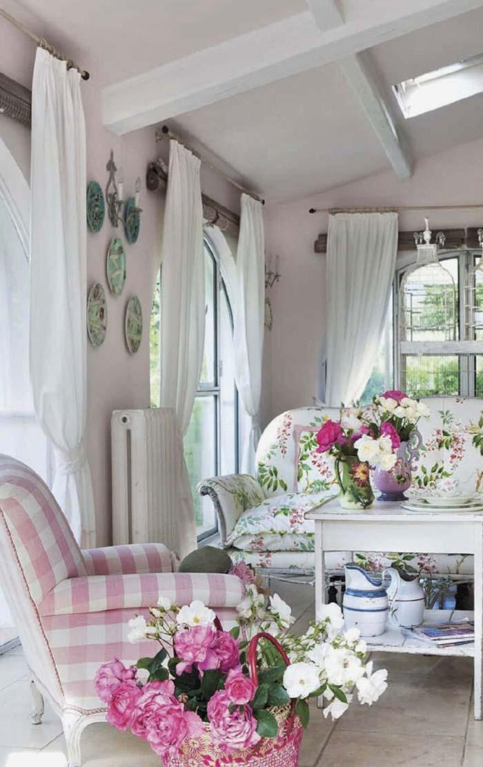 Rose shades to create a romantic effect in Provencal decor
