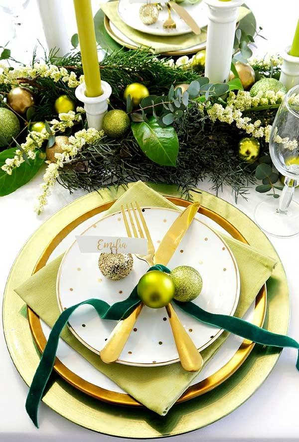 Ring with balls to join the cutlery and decorate the table