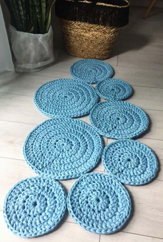 differentiated round crochet rug