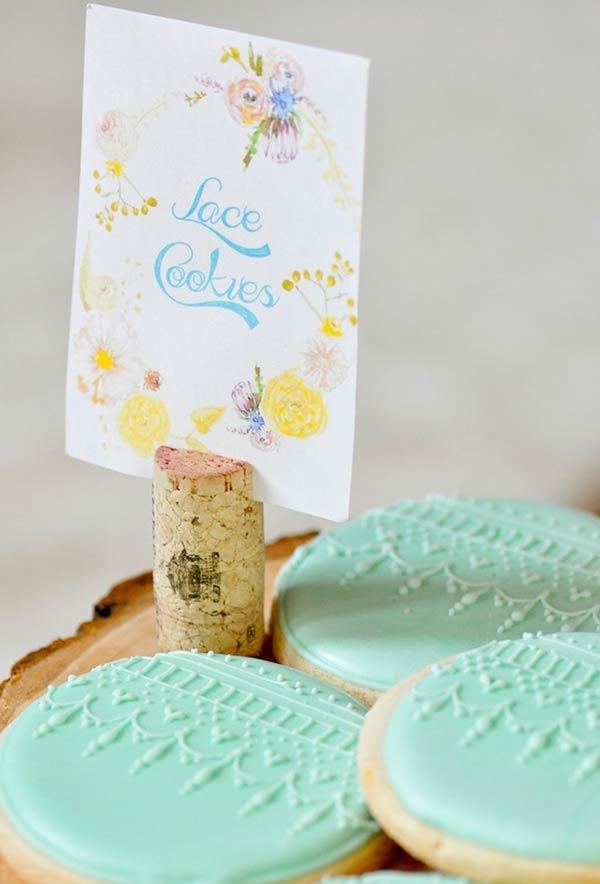 Delicate decoration for buttery biscuits