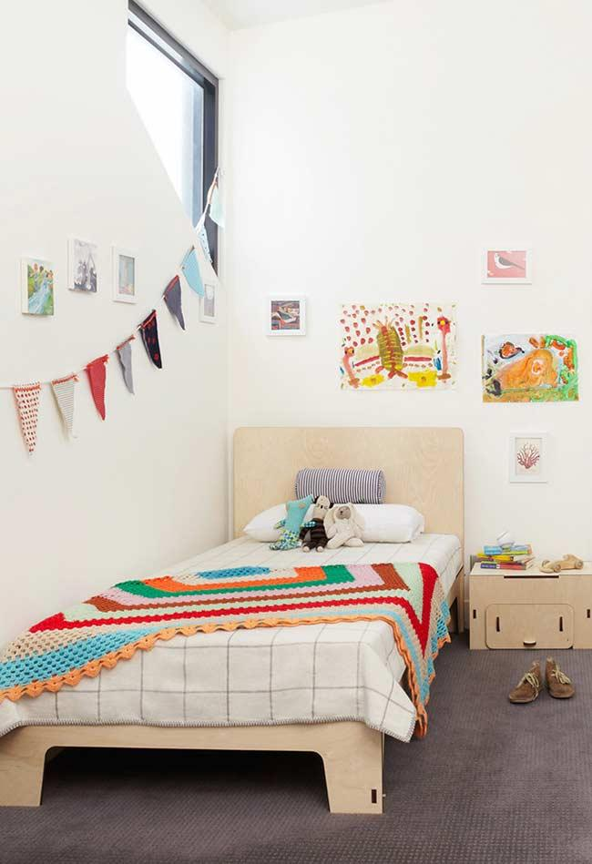 Colorful quilt in matching with bedroom decor