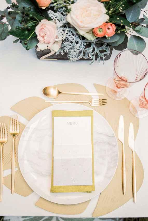 Golden wedding decoration: 60 ideas with photos to inspire 30